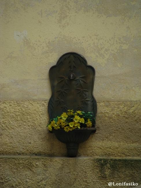 Detalle ornamental en la parte antigua de Villefranche