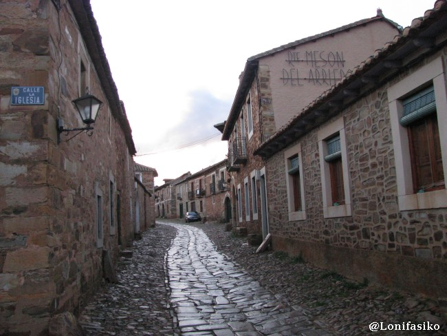 Calle principal de Castrillo de los Polvazares