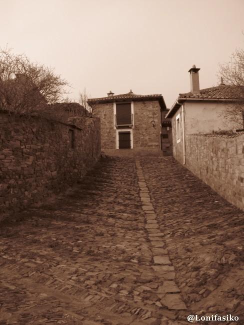 Calle transversal y secundaria de Castrillo de los Polvazares