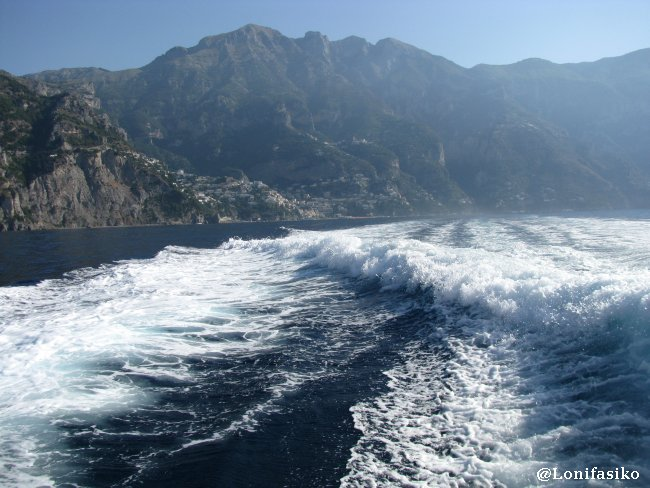 La abrupta Costa Amalfitana desde el barco a Capri