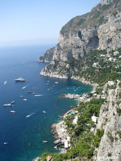 Vista vertical sobre Marina Piccola en Capri