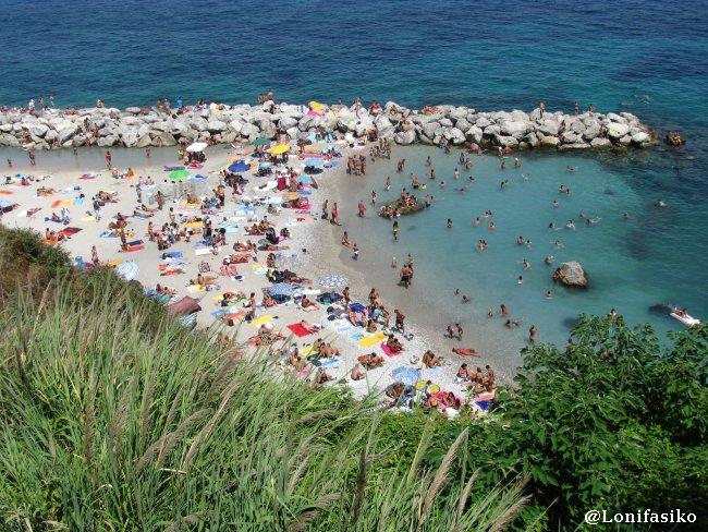 Concurrida playa de Marina Grande