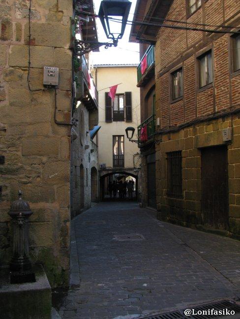 Pasadizo y calle principal del casco histórico de Pasai Donibane