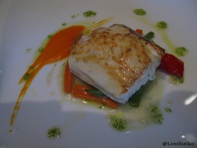 Tronco de bacalao horneado con verduritas en Restaurante Akebaso