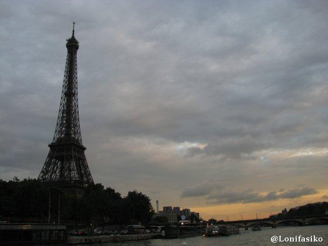 La Torre Eiffel desde un crucero por el río Sena