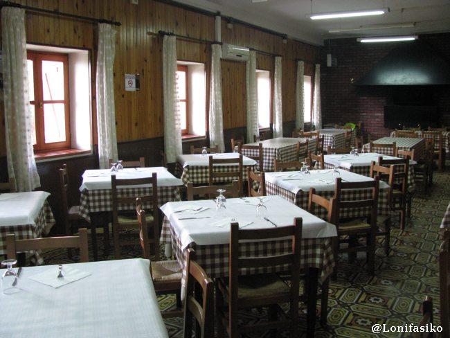 Interior del restaurante Santuario del Moncayo