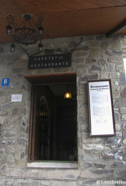 Entrada al bar y restaurante Santuario del Moncayo
