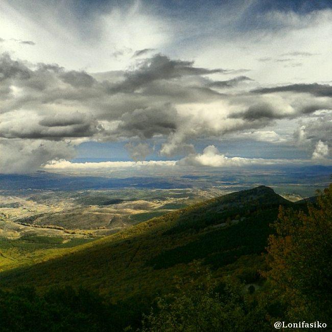 Vistas del valle y del Parque Natural del Moncayo desde el mirador de la explanada