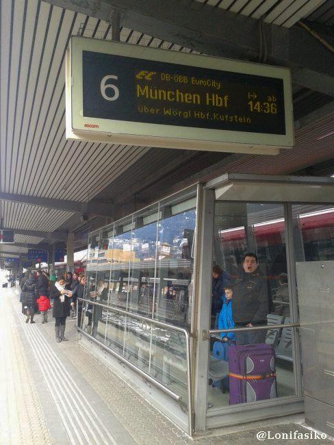 Esperando al Eurocity dirección a Munich en la estación de Innsbruck