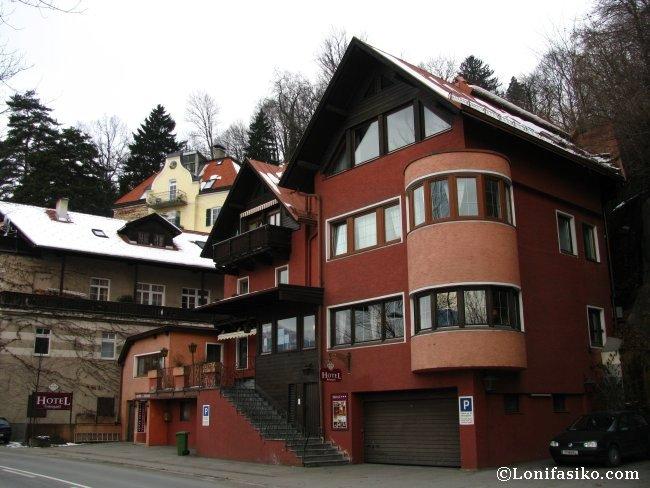 Vista del edificio que alberga el Hotel Heimgartl en Innsbruck