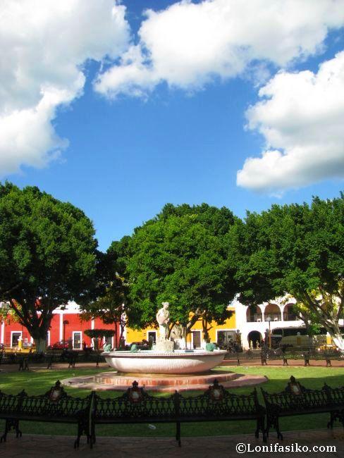 Fuente y escultura de la plaza y parque de Francisco Cantón, en Valladolid