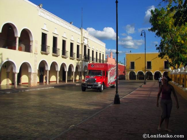 Edificios porticados en la plaza Francisco Cantón de Valladolid