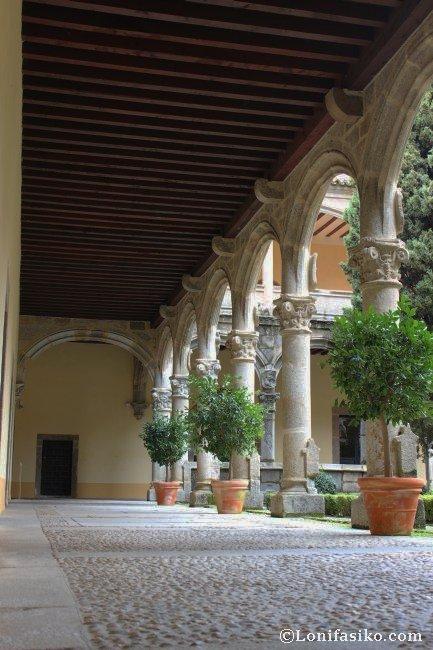 Lateral del claustro del Monasterio de Yuste