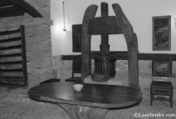 Antigua prensa para hacer txakoli y sidra