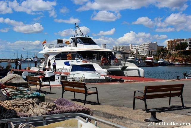 Catamarán de la empresa Balfegó que realiza el Tuna Tour