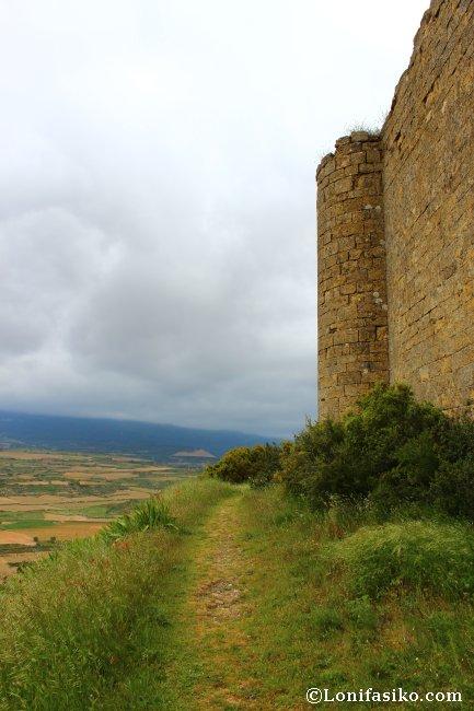 Paseo perimetral por el Castillo de Davalillo