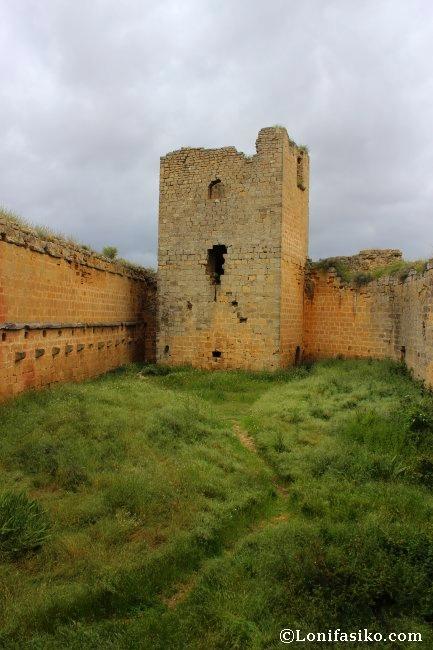 Restos de la maltrecha Torre del Homenaje del Castillo de Davalillo