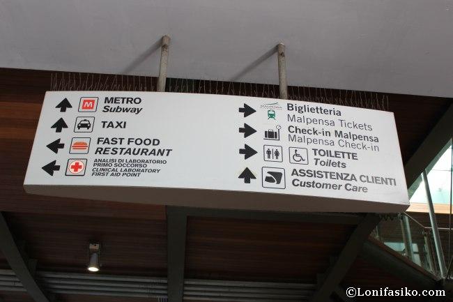 Acceso Metro en estación de Cadorna en Milán