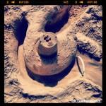 Jugar con la arena en la playa, un must del #slowfamilytravel