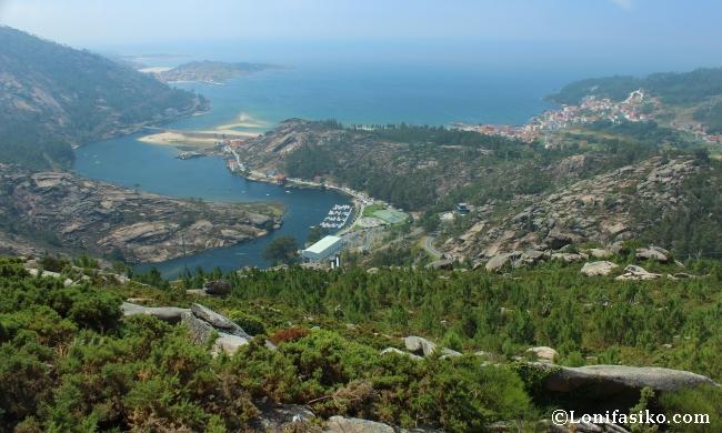 Ensenada y bahía de Ézaro desde el mirador de Ézaro