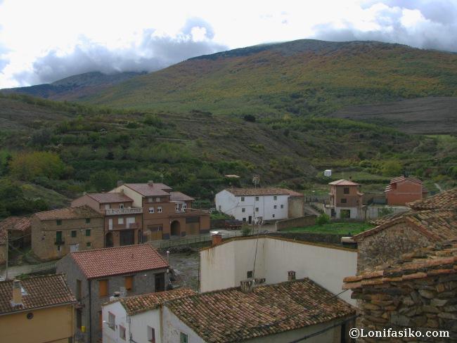 Panorámica sobre Vozmediano y el Parque Natural del Moncayo desde el castillo