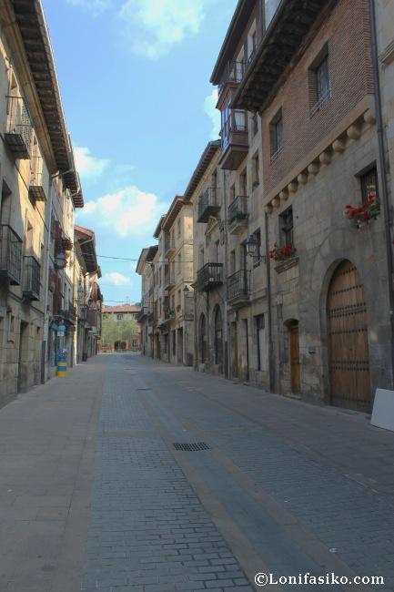 La calle Valentin de Berriotxoa esconde numerosos palacios en su trazado