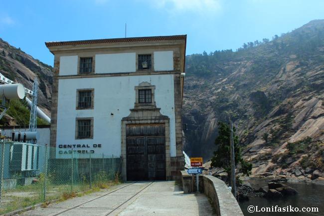 Central hidroeléctrica de Castrelo camino a la cascada del Ézaro