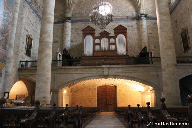 Interior de la iglesia de la Purisima Concepción, donde destaca el enorme órgano