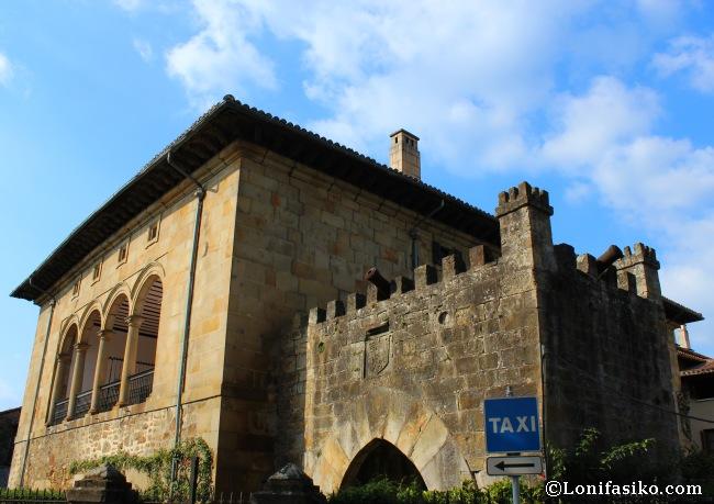Portal del Campo y Palacio de Arespakotxaga