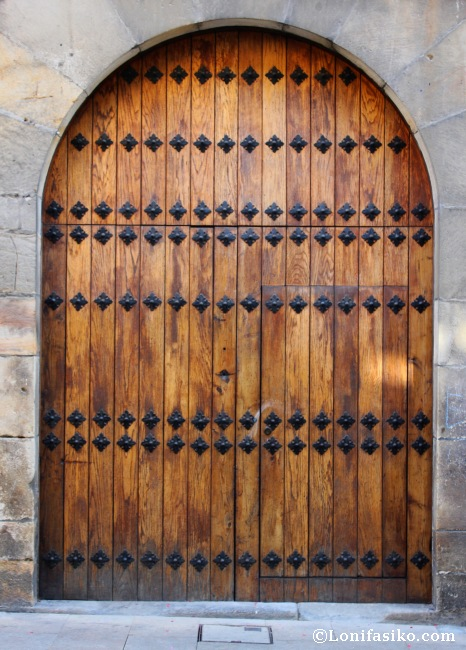 Puerta del palacete del arrabal de Suso