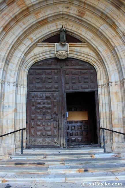Entrada principal de la iglesia de la Purísima Concepción de Elorrio