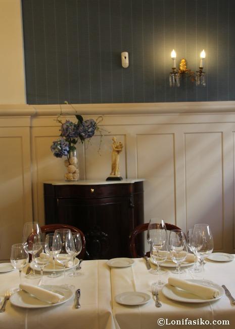 Puesta es escena impoluta de las mesas del Restaurante Kai-Alde