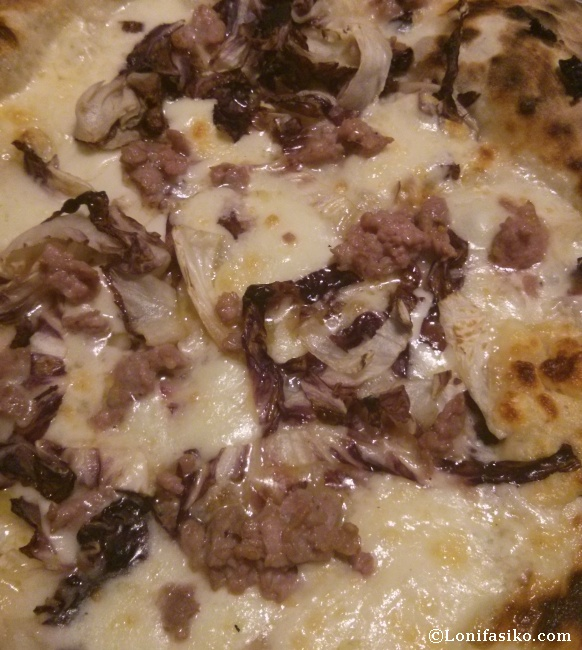 Pizza especial de la casa en el Ristorante Pizzeria Amici Miei, en Turín