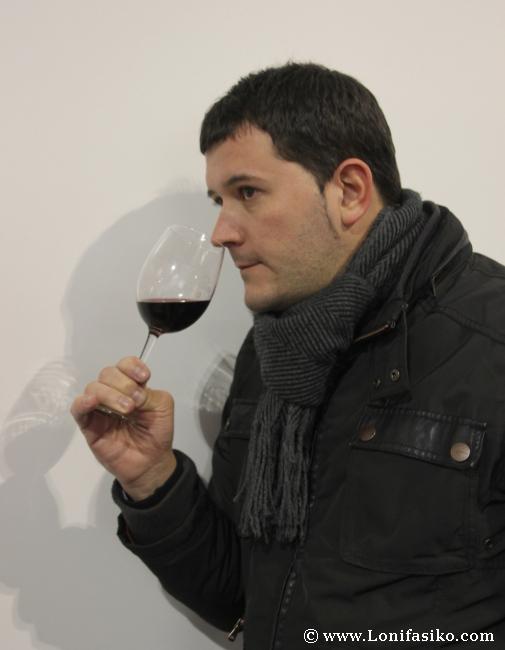 Catando un vino de Rioja Alavesa en Ardoaraba 2013