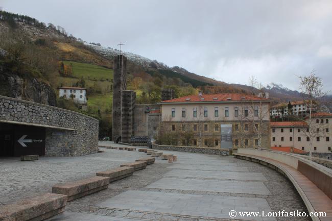 Santuario de Arantzazu Aparacamiento