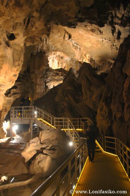 Recorrido visita guiada Cuevas de Arrikrutz en Oñati