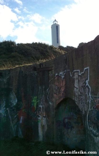 Túnel de la bateria bélica y faro de Gorliz