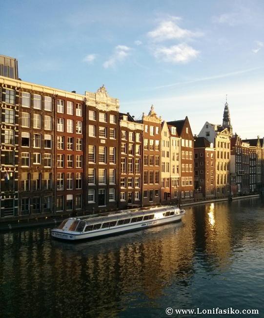 La belleza de Amsterdam, sus canales y sus edificios