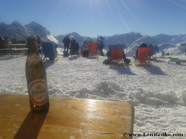 Sol y nieve en Hoadl, cota máxima de Axamer Lizum, a 2340 metros