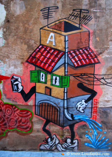 Simpáticos murales que 'llegan' al visitante