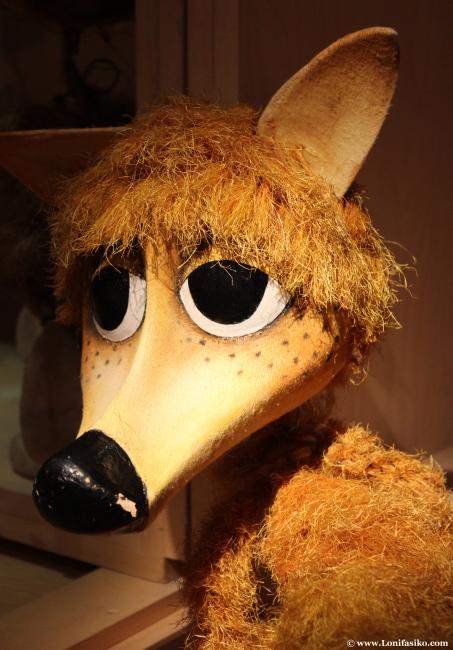 Marioneta de extraño animal en el museo Topic de Tolosa
