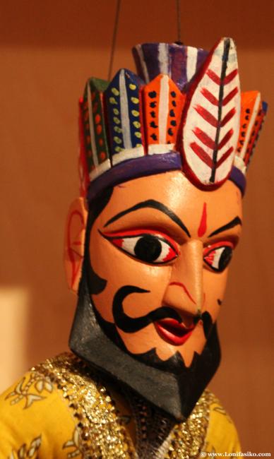 Elegante marioneta en el centro Topic de Tolosa