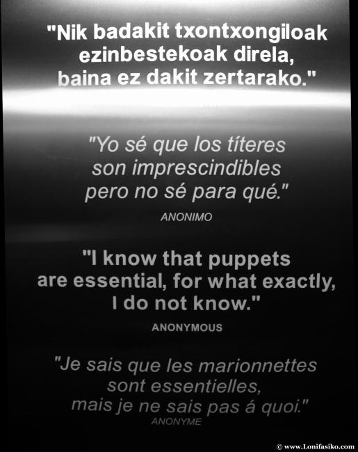 Mensaje de texto sobre títeres y marionetas en el museo Topic de Tolosa