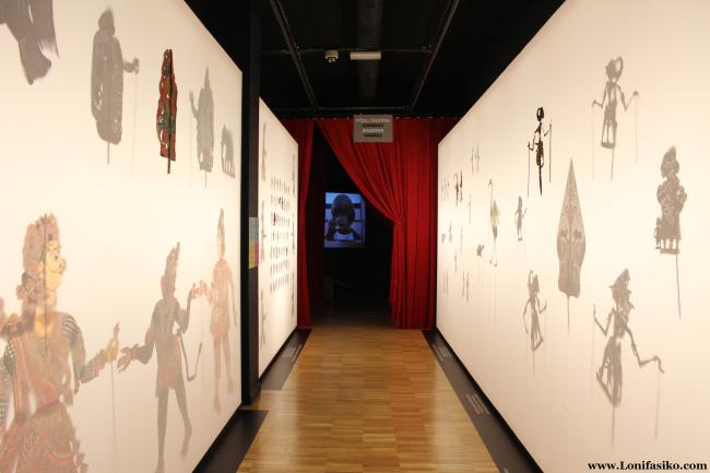 Pasillo y teatro de marionetas y sombras en Topic de Tolosa