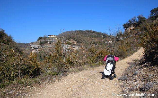 Senderismo en familia en el Parque Natural de Izki: Qué ruta no hacer con sillita de niño