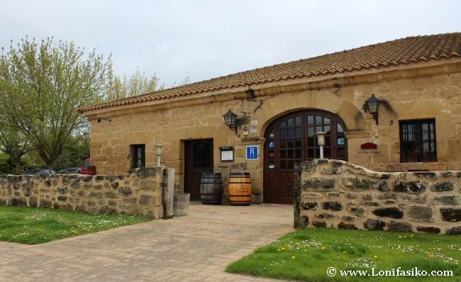 Entrada principal del restaurante La Vieja Bodega