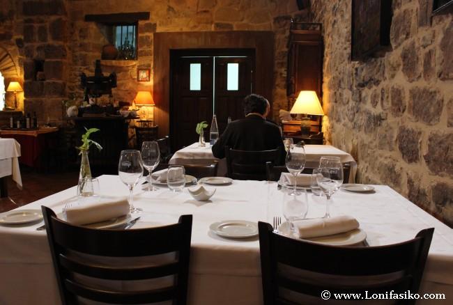Puesta en escena de una mesa en La Vieja Bodega