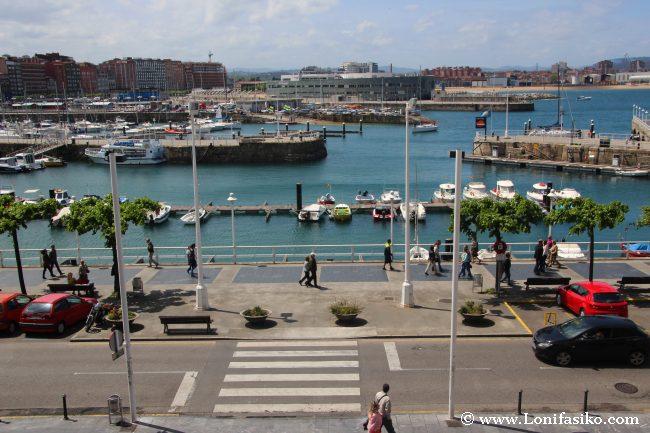 Puerto deportivo de Gijón desde el barrio de Cimavilla