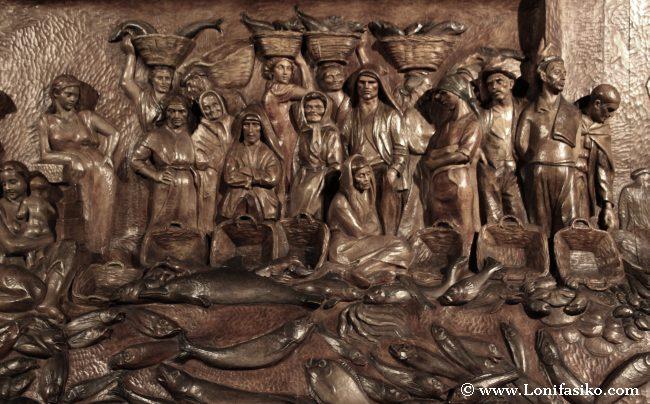 Detalles de la escultura 'Retablo del mar', de Sebastián Miranda