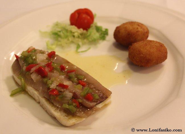 Aperitivos en el Urgain: Tosta de anchoas y bolitas de bacalao